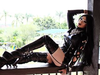 I am a very estrovertida and playful girl fascinates me the party in my show and I like more to make my  feel good by indulging in everything you want and to do many things for me like me